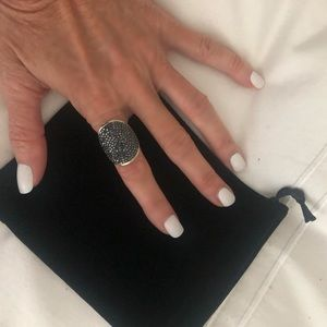 Henri Bendel large ring